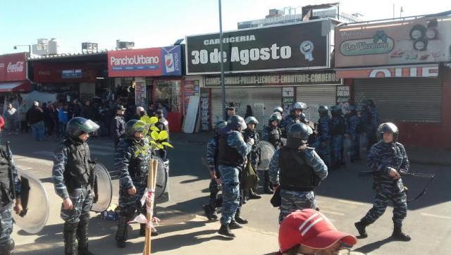 La estación de Morón, zona de guerra: impactante despliegue para desalojar a vendedores