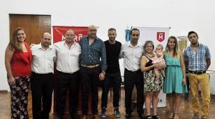 Tagliaferro entregó cheques a jóvenes empresarios