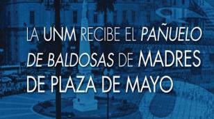La UNM recibe el Pañuelo de Baldosas de Madres de Plaza de Mayo