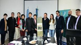 Festa se reunió con funcionarios de China