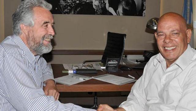 Mariano West entregó la Factibilidad Municipal a Parque Industrial privado