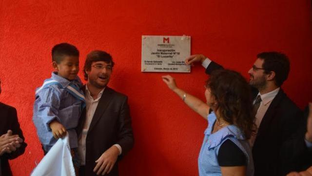 Inauguración del nuevo edificio de un jardín en Castelar sur