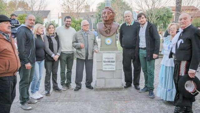 Se reinauguró el busto de Belgrano