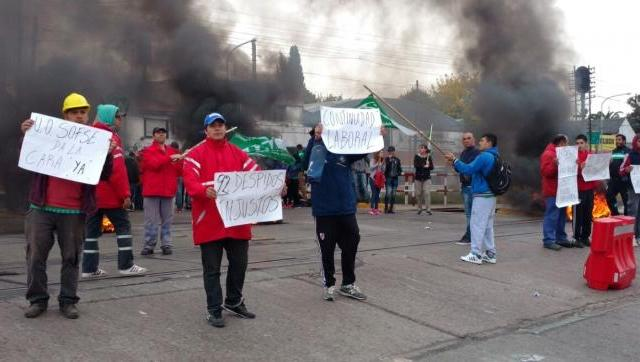 Tercerización y despidos de casi 100 trabajadores en el Sarmiento