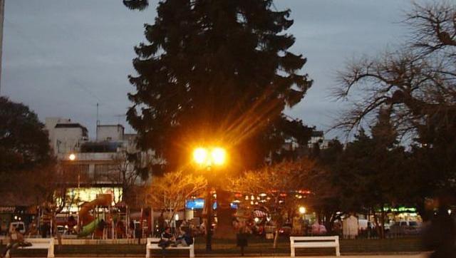 Proponen que las plazas de Morón sean iluminadas con energía solar