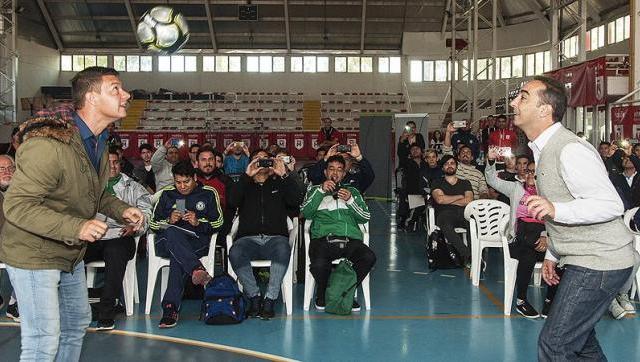 Sebastián Battaglia brindó una capacitación de fútbol en el Gorki