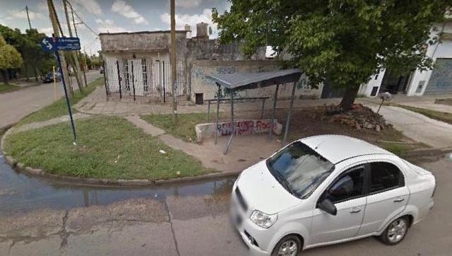 Morón Sur: descienden de un auto y le roban el coche a vecino a punta de pistola