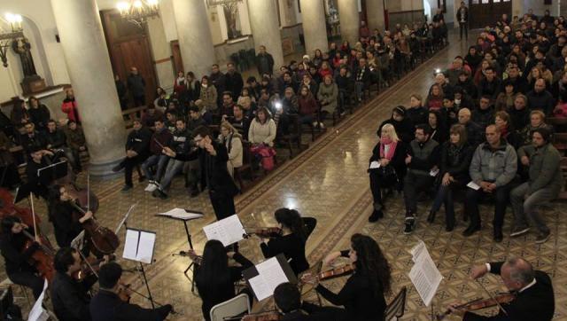 La Orquesta Sinfónica del Conservatorio Ginastera brindó un concierto gratuito en la Catedral de Morón