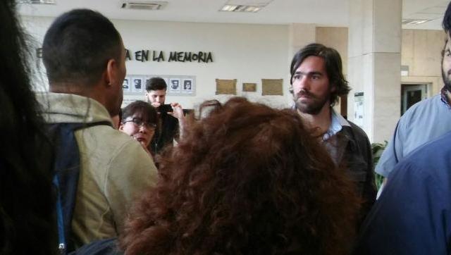 En campaña, Del Caño pasó por el Hospital Posadas