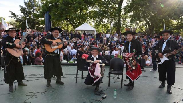 Vecinos compartieron el festejo por los 145 años de Ituzaingó