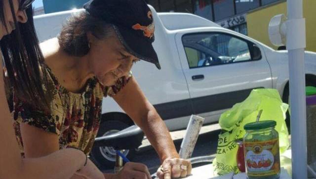 Se juntan firmas en todo Morón contra el impuestazo de Tagliaferro