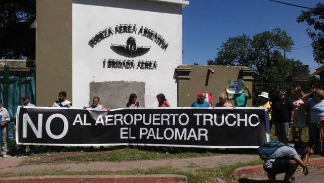 La Justicia inspeccionó la base de El Palomar por las denuncias de los vecinos y constató que, pese a amparos, ya hay obras en marcha