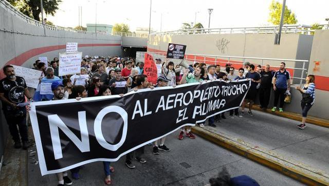 Vecinos de tres distritos vuelven a marchar contra el aeropuerto trucho en El Palomar