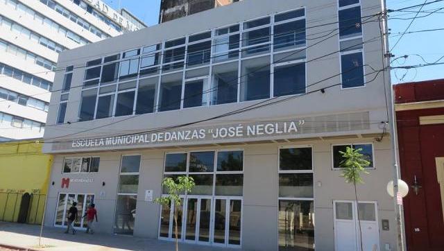 En defensa del Neglia, estudiantes brindan ayuda para la inscripción a la Escuela