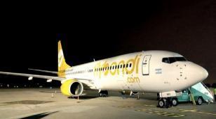 Otra de Flybondi: falló el motor de uno de los aviones y pasajeros quedaron varados toda la noche