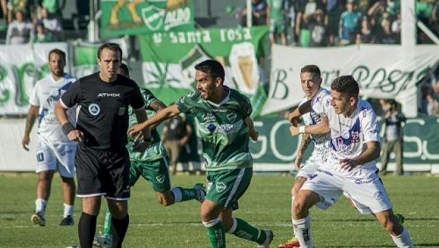 Ituzaingó perdió nuevamente de local en el clásico ante el Deportivo Merlo