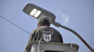 Continúa la instalación de luces LED en Morón: ya son más de 10.600