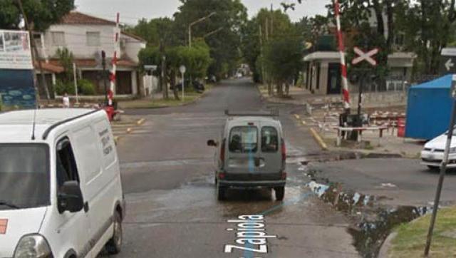 El paso a nivel de la calle Zapiola en Castelar permanecerá cerrado por diez días
