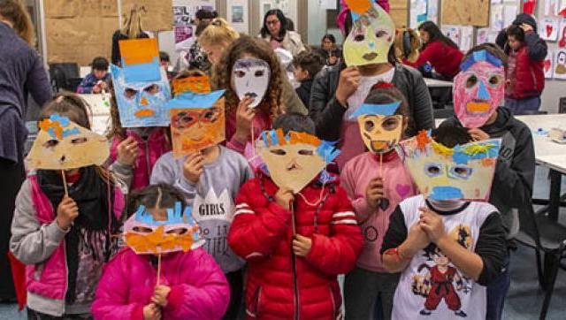 Las familias disfrutan de distintas actividades en la UNLaM