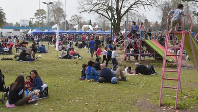 Masiva concurrencia de vecinos en los festejos del Día del niño en ituzaingó