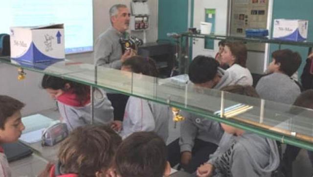 El Ward presentó los trabajos de estudiantes de secundaria en los laboratorios