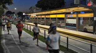 Morón realiza la segunda carrera nocturna por el Metrobús
