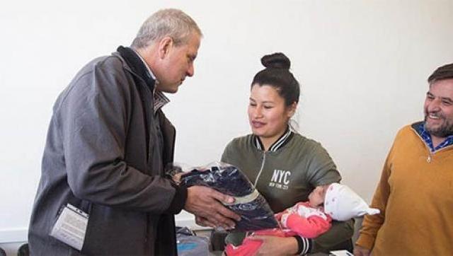 La UNAHUR entrega becas de ayuda económica y de elementos de estudio