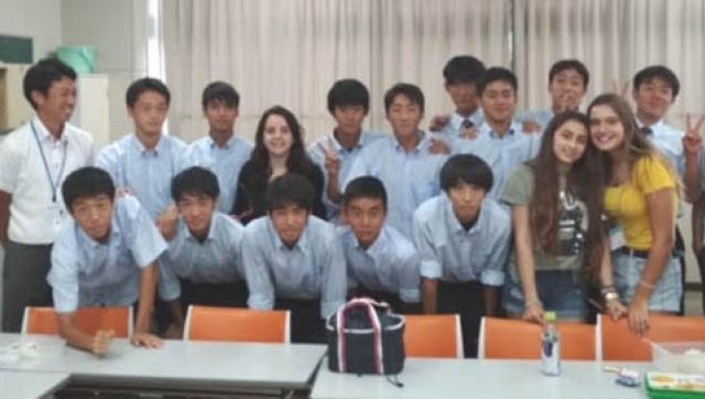 Estudiantes del Colegio Ward en el XXI Foro Internacional de Japón