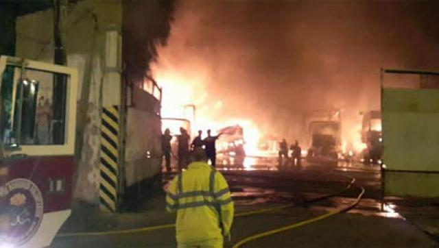 Incendio en una distribuidora de Castelar: se quemaron nueve camiones