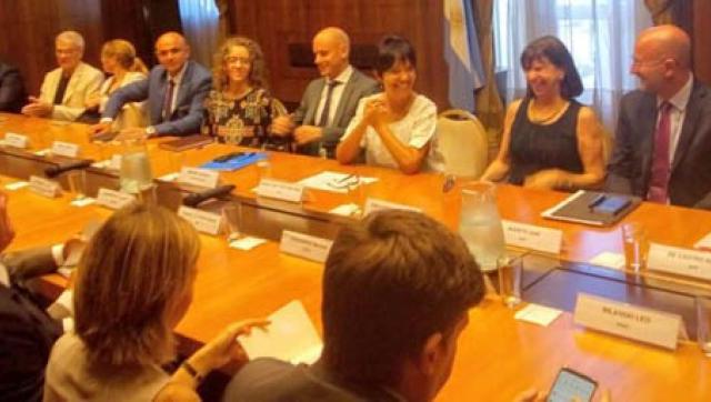Sandra Rey junto con la titular de la AFI, Mercedes Marcó del Pont