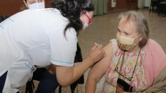 Continúa la campaña de vacunación en barrios de Morón