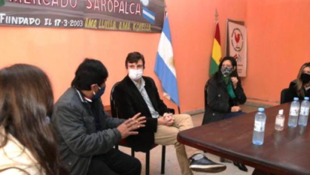 Lucas Ghi y Paula Español recorrieron el Mercado Saropalca en Morón