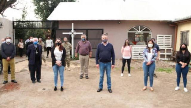 Rossi junto a Fernández visitaron la cocina del ejército en moreno sur