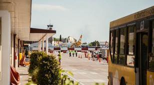 Aeropuerto El Palomar: 8 de cada 10 vecinos quieren que siga teniendo vuelos regulares