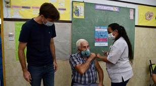 Comenzó la vacunación a mayores de 70 años y docentes en Morón