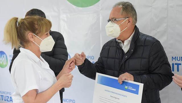 Reconocimiento al personal de salud por su labor en la pandemia